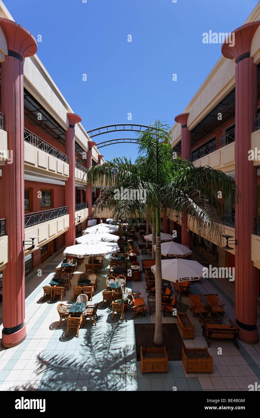 Inner yard, restaurant, shopping mall, Esplanade, palm tree, Yussuf Afifi road, Hurghada, Egypt, Red Sea, Africa - Stock Image