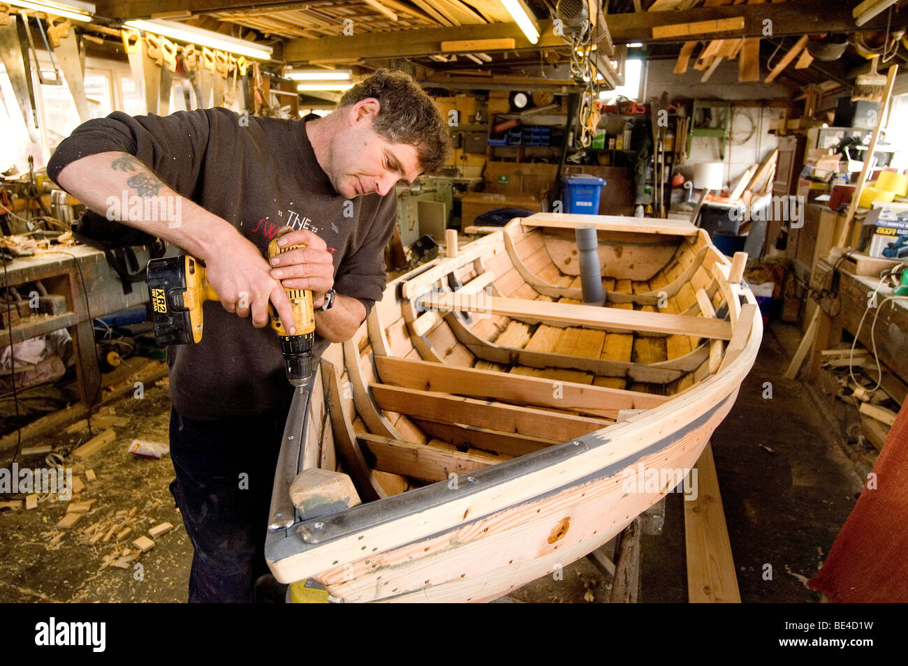 Traditional boat building Ian Simpson the last traditional boat ...
