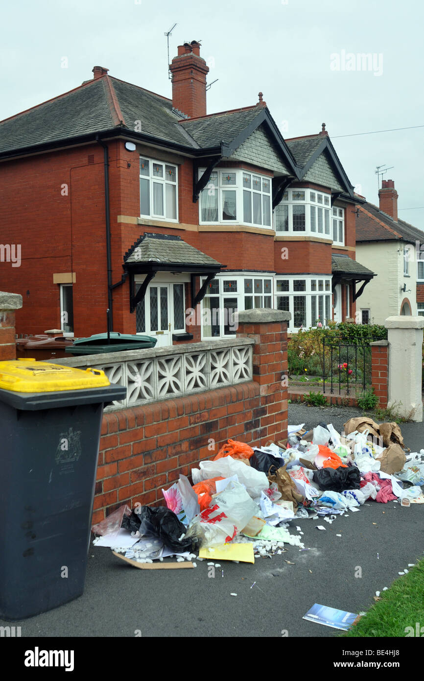 Rubbish piles up on the streets in Leeds due to the refuse collectors strike, September 2009 - Stock Image