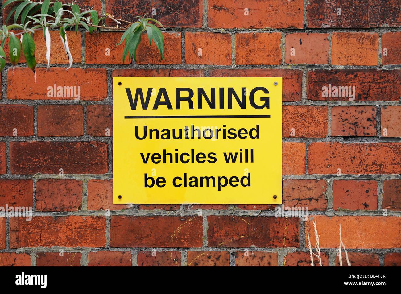 Vehicle Clamping Warning Sign. Oxford, United Kingdom. - Stock Image