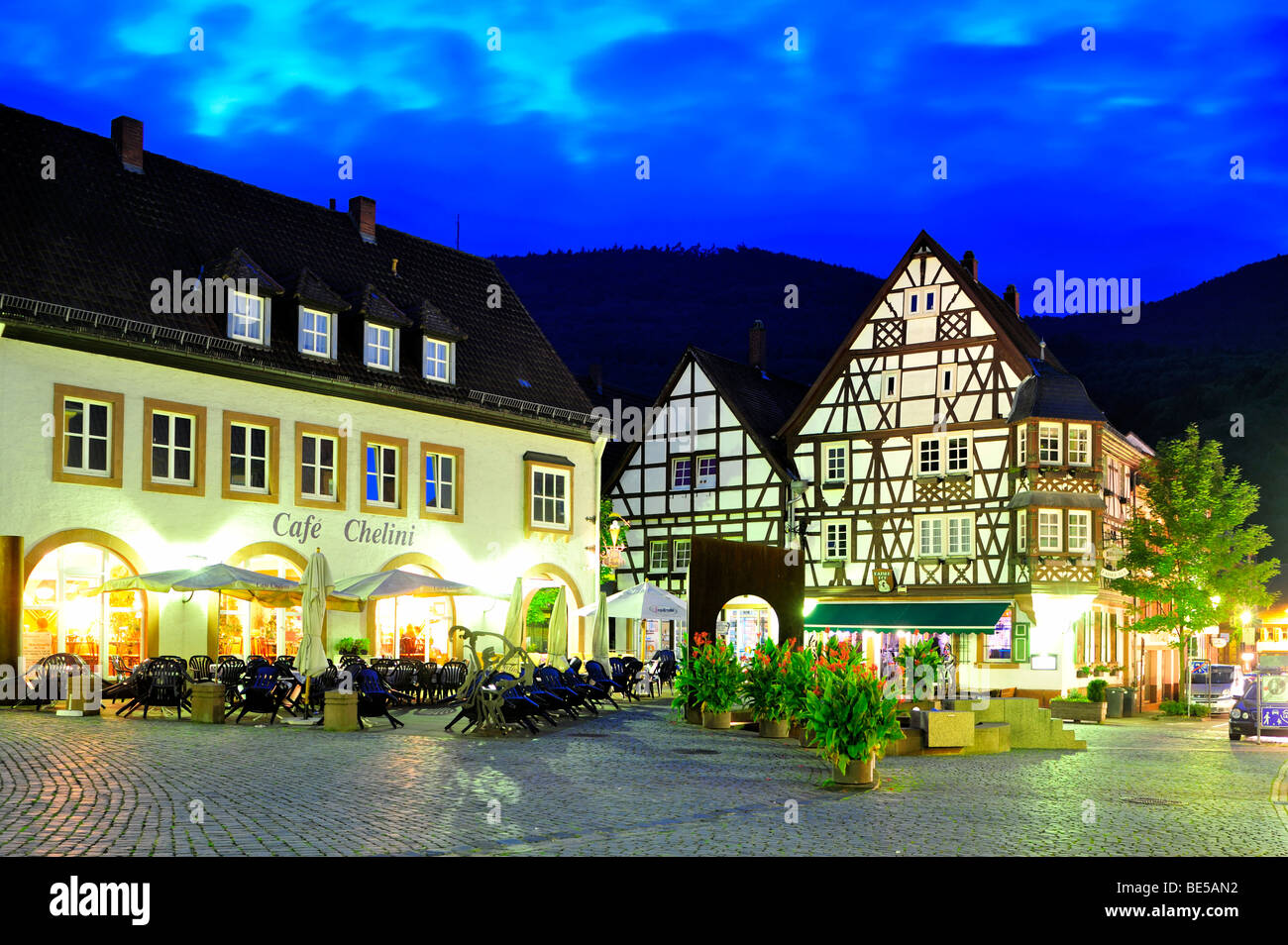 Town hall square with the Keysereck, so-called Keyser'sches Anwesen estate, timbered house, Annweiler, Naturpark - Stock Image
