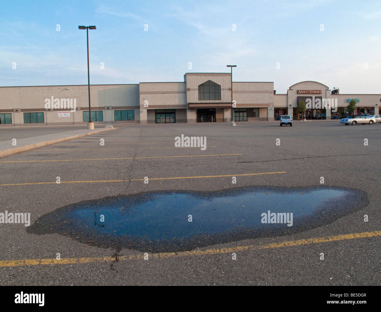 Closed Supermarket in Detroit - Stock Image