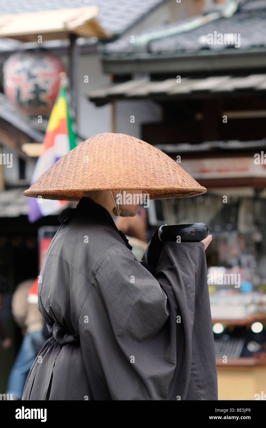 Mendicant nun, Kiyomizu-dera temple, Kyoto, Japan, Asia - Stock Image