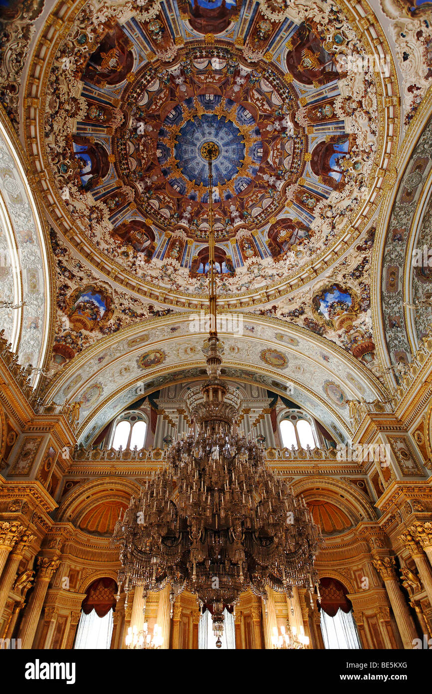 Chandelier, Dolmabahçe Palace, Istanbul, Turkey | The ... |Dolmabahce Palace Chandelier