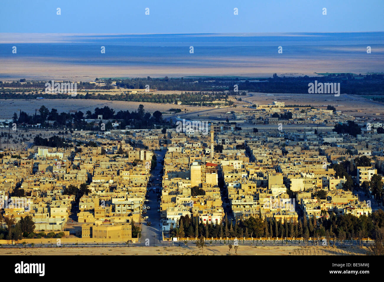 View from the castle Qala'at Ibn Ma'n on the city Palmyra, Tadmur, Syria, Asia - Stock Image