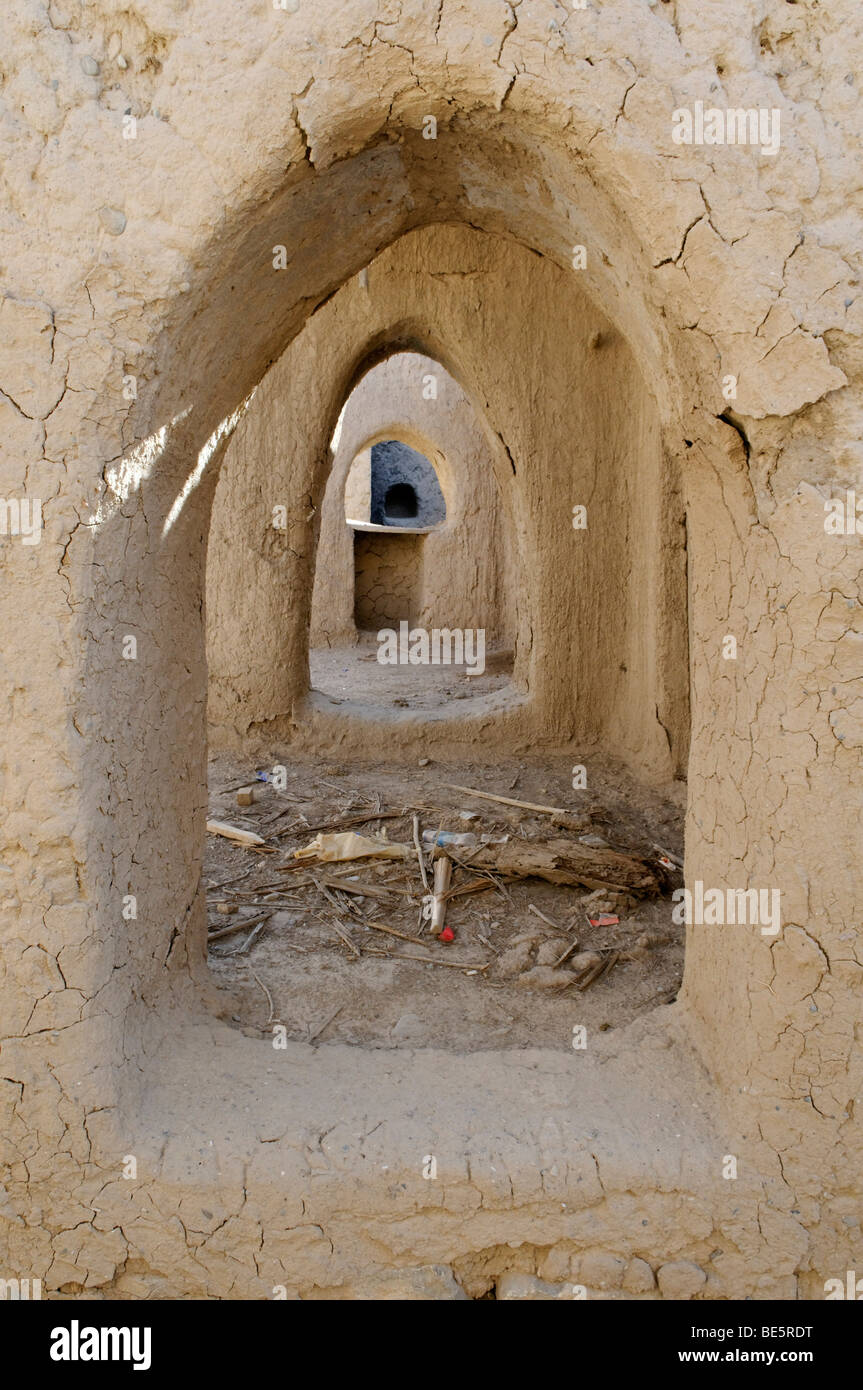 Historic adobe structure, abandoned souk area of Birkat al Mawz, Hajar al Gharbi Mountains, Dhakiliya Region, Sultanate - Stock Image