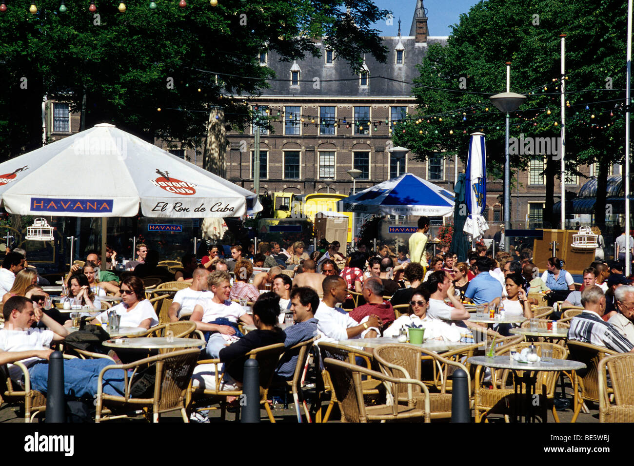 Bar Cafe Terrace on the Buitenhof, in front of the Binnenhof complex of buildings of Parliament on Hofvijver, Court's - Stock Image
