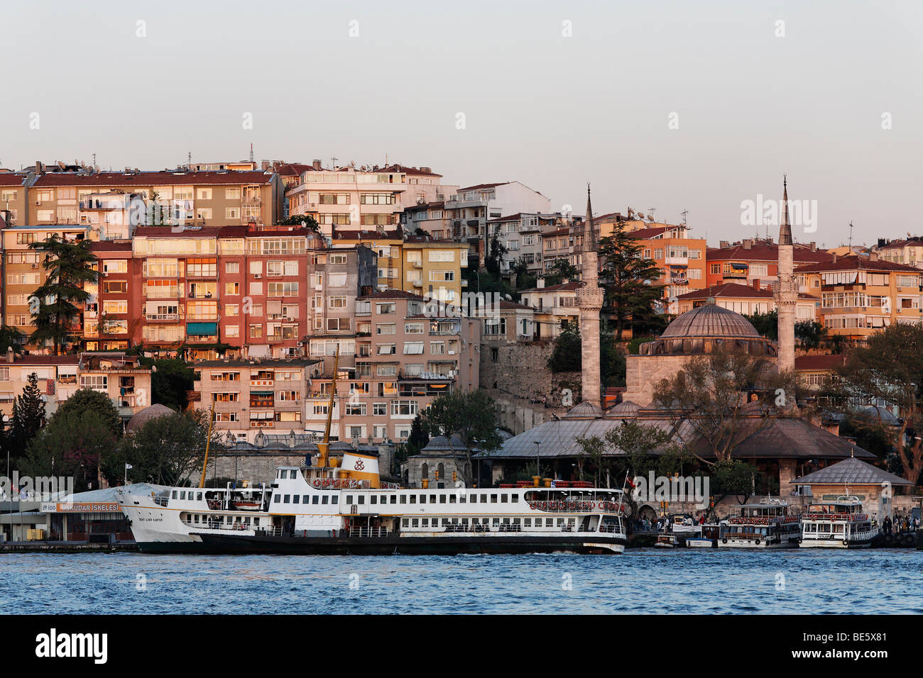 View on the Ueskuedar ferry terminal, Iskele Mosque, evening mood, Bosphorus shore, Istanbul, Turkey - Stock Image