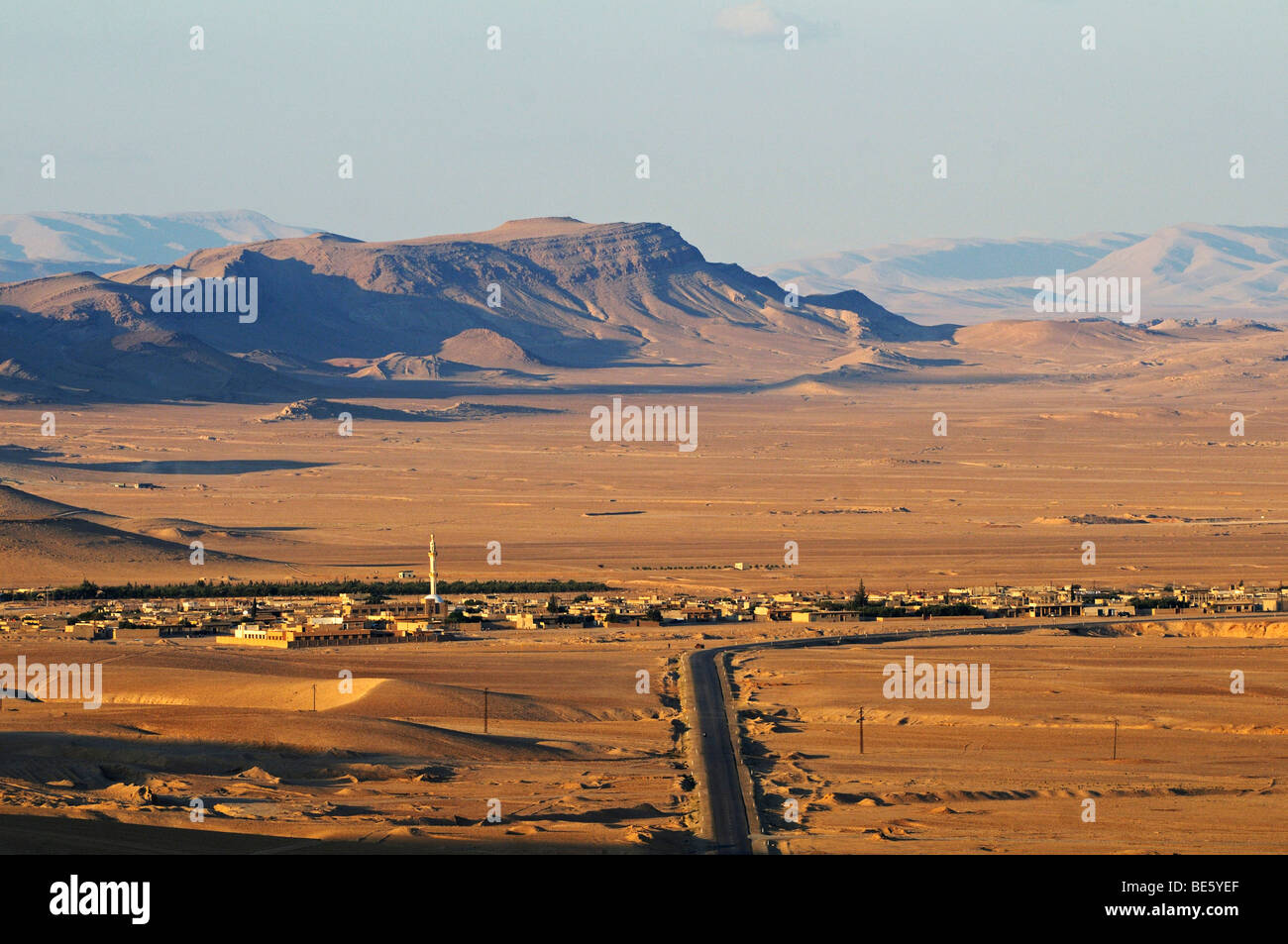 View from the castle Qala'at Ibn Ma'n on the desert near Palmyra, Tadmur, Syria, Asia - Stock Image