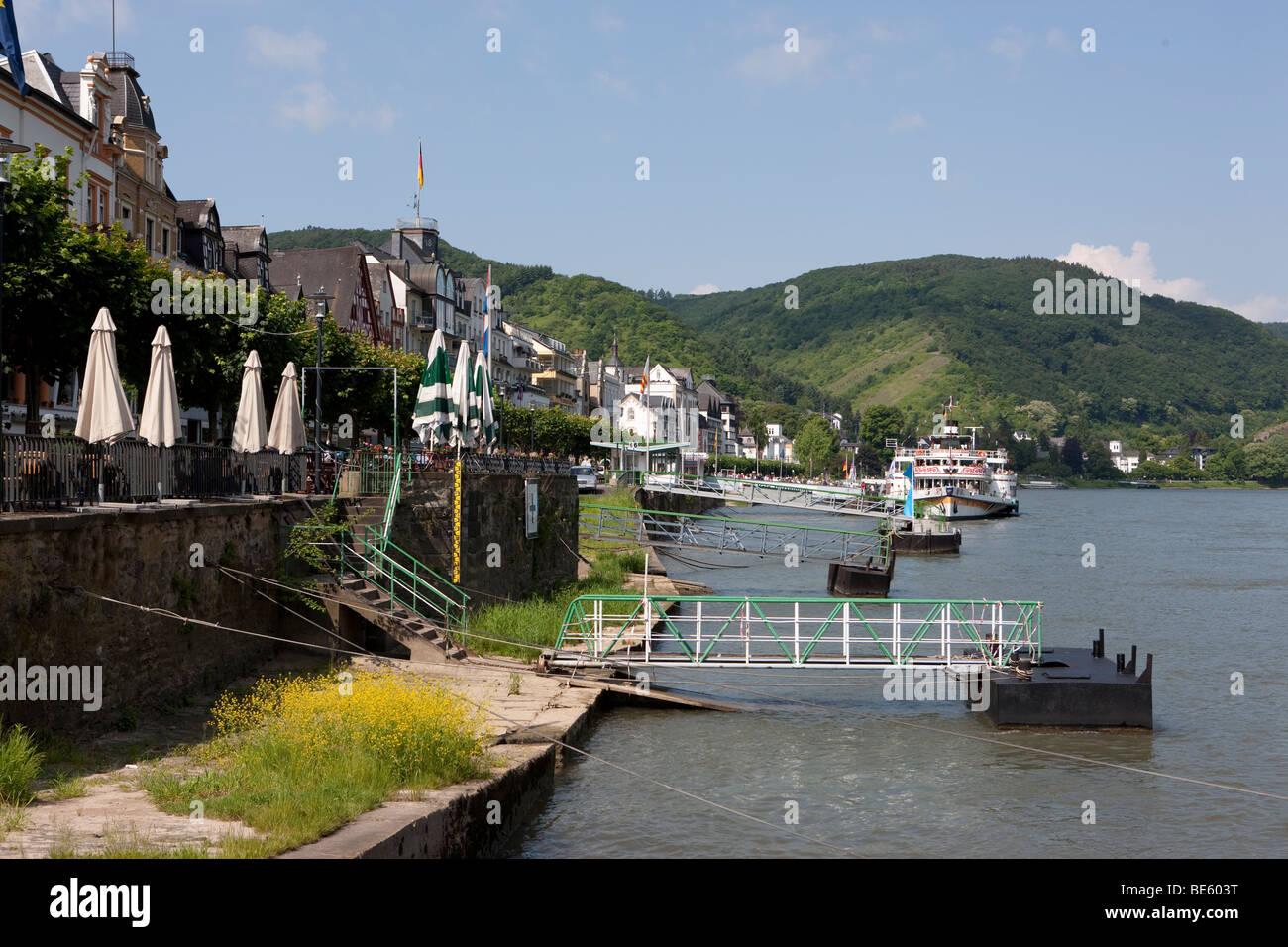 The Rheinallee street in Boppard with moorings for boats, Boppard, Rhein-Hunsrueck-Kreis district, Rhineland-Palatinate, - Stock Image