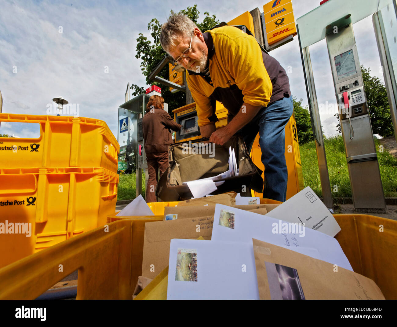 Rainer Herzig brings and fetches mail, and empties the mailbox between the distribution center Waiblingen and the - Stock Image