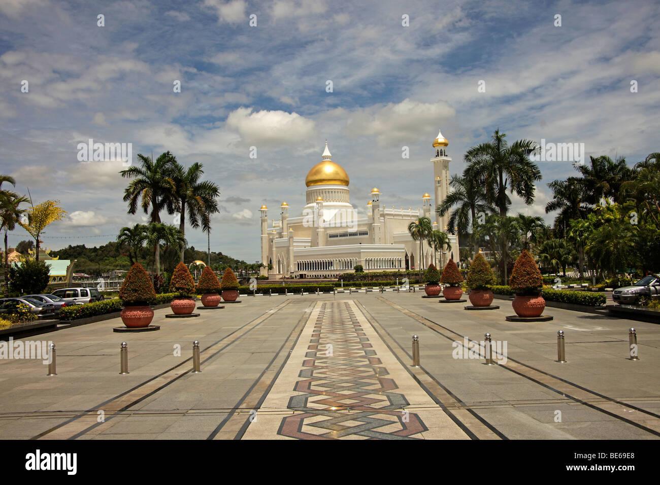 Royal Mosque of Sultan Omar Ali Saifuddin in the capital city, Bandar Seri Begawan, Brunei, Asia - Stock Image