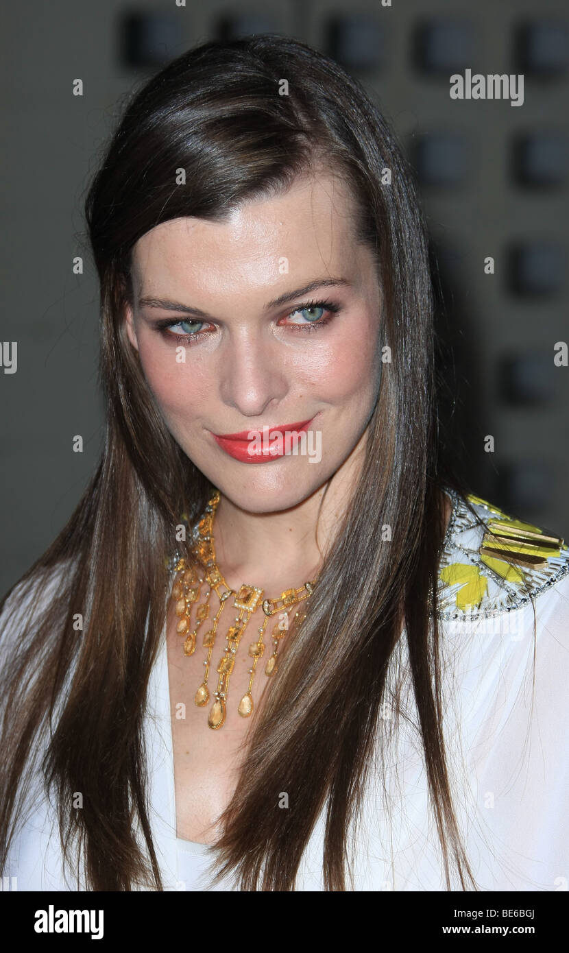 MILLA JOVOVICH A PERFECT GETAWAY WORLD PREMIERE HOLLYWOOD LOS ANGELES CA USA 05 August 2009 - Stock Image
