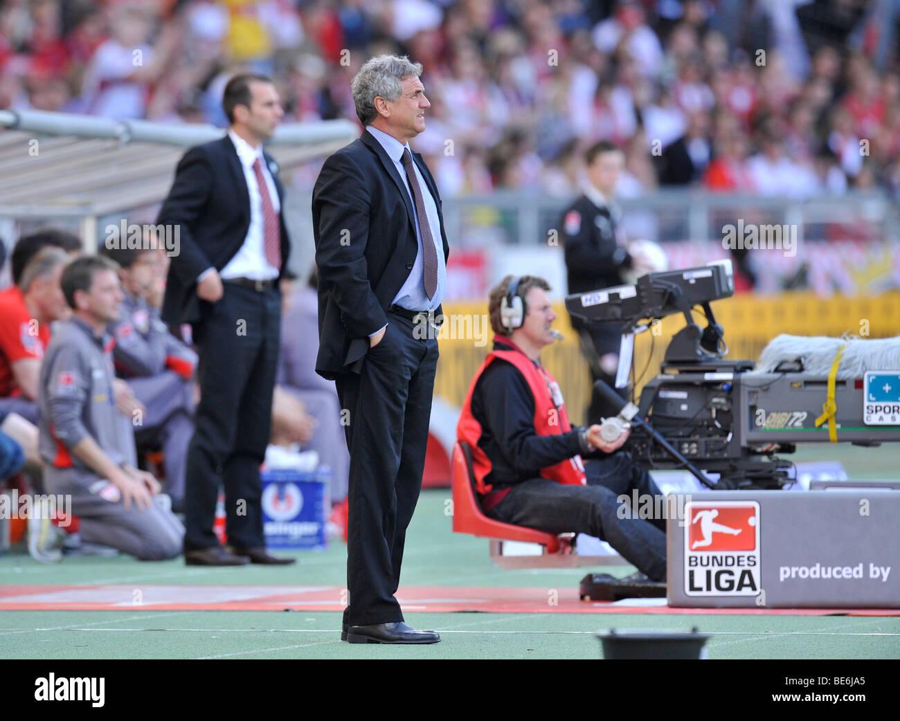 Coach Bojan PRASNIKAR, FC Energie Cottbus, in front of manager, coach Markus Babbel, VfB Stuttgart, at the sidelines, - Stock Image