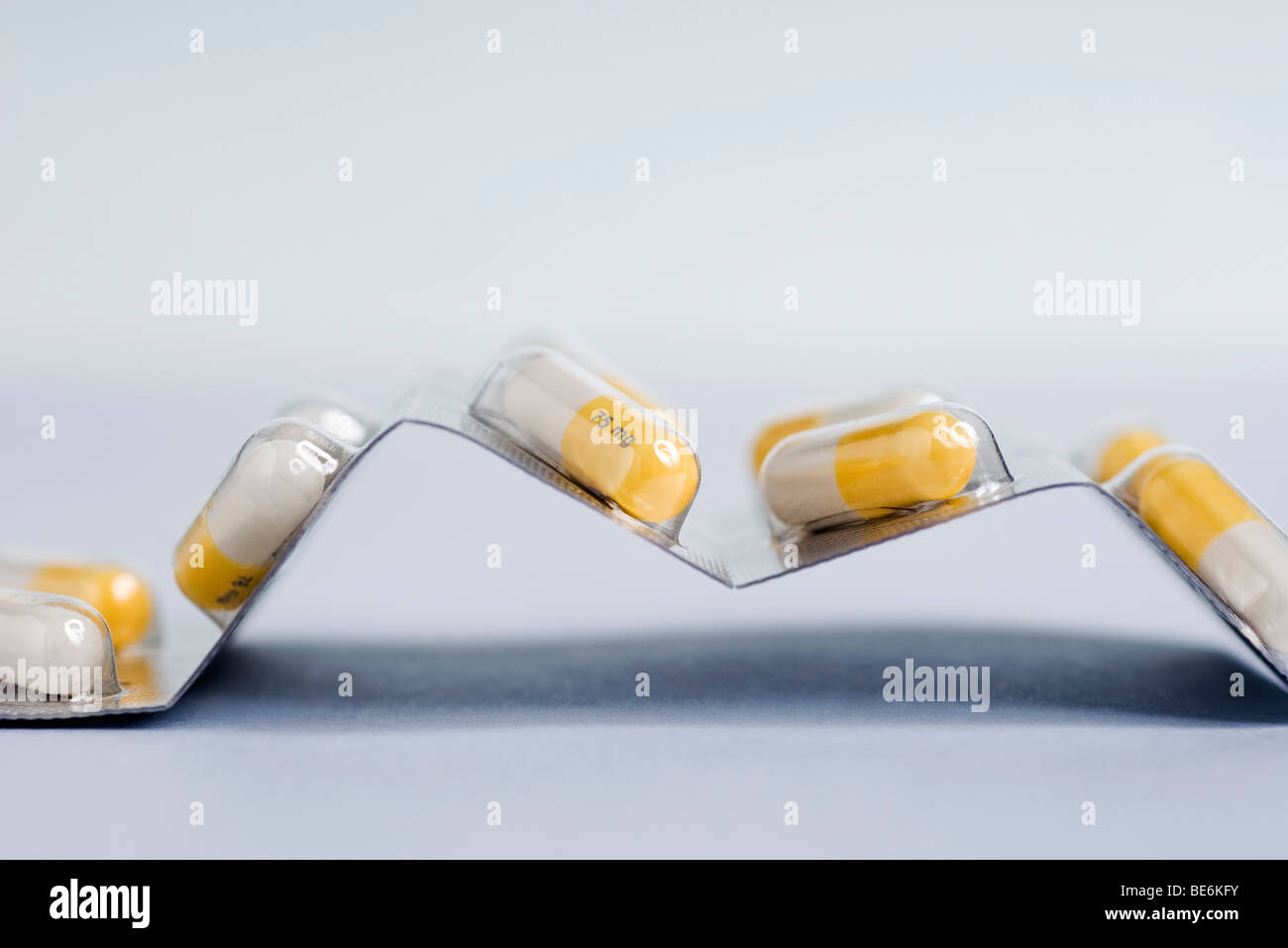 Blister pack containing capsules of an antiviral drug (a neuraminidase inhibitor) used to treat H1N1 flu - Stock Image