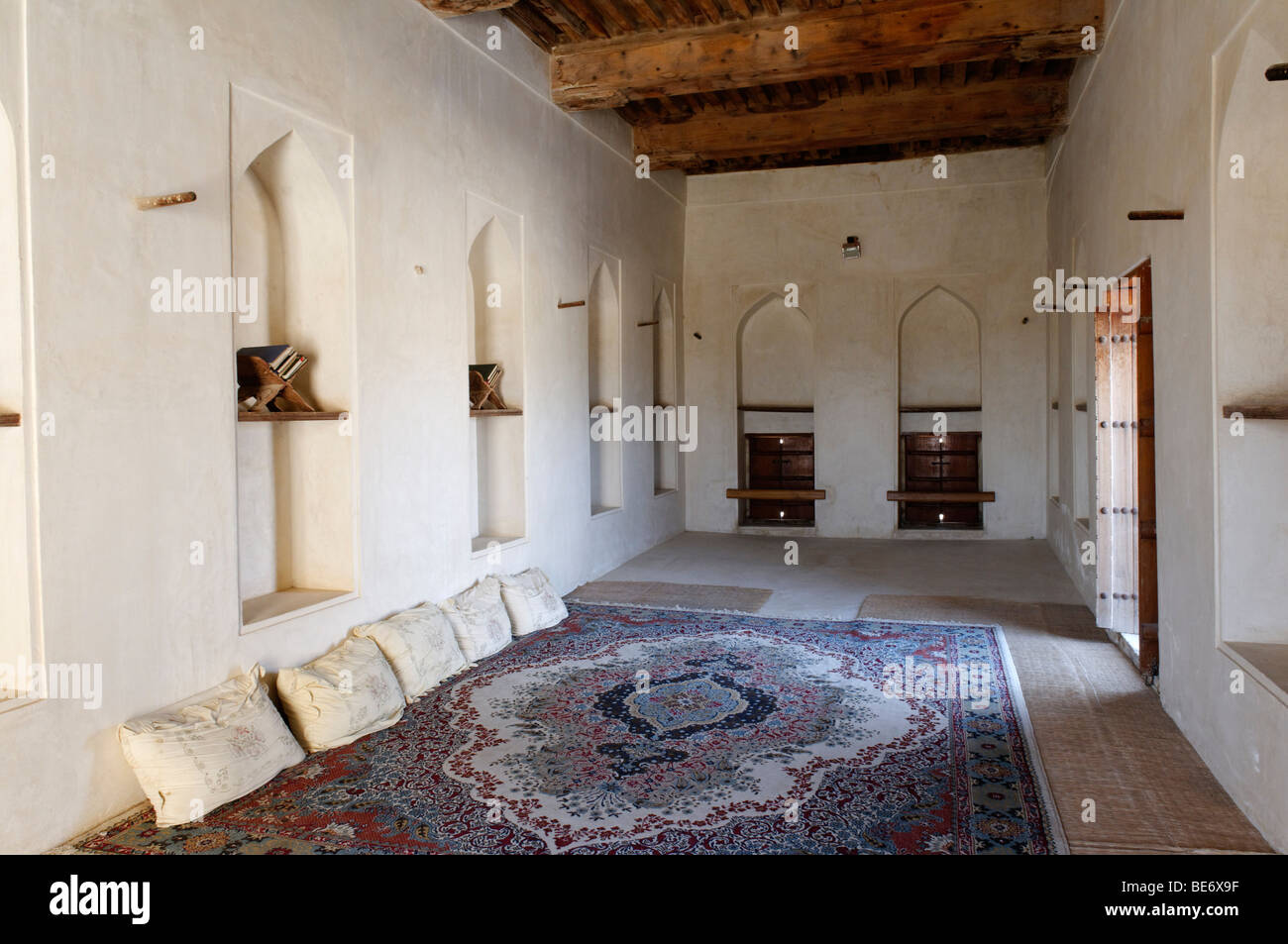 Traditional Arabian sitting room, historic adobe fortification Jabrin Fort or Castle, Hajar al Gharbi Mountains, - Stock Image