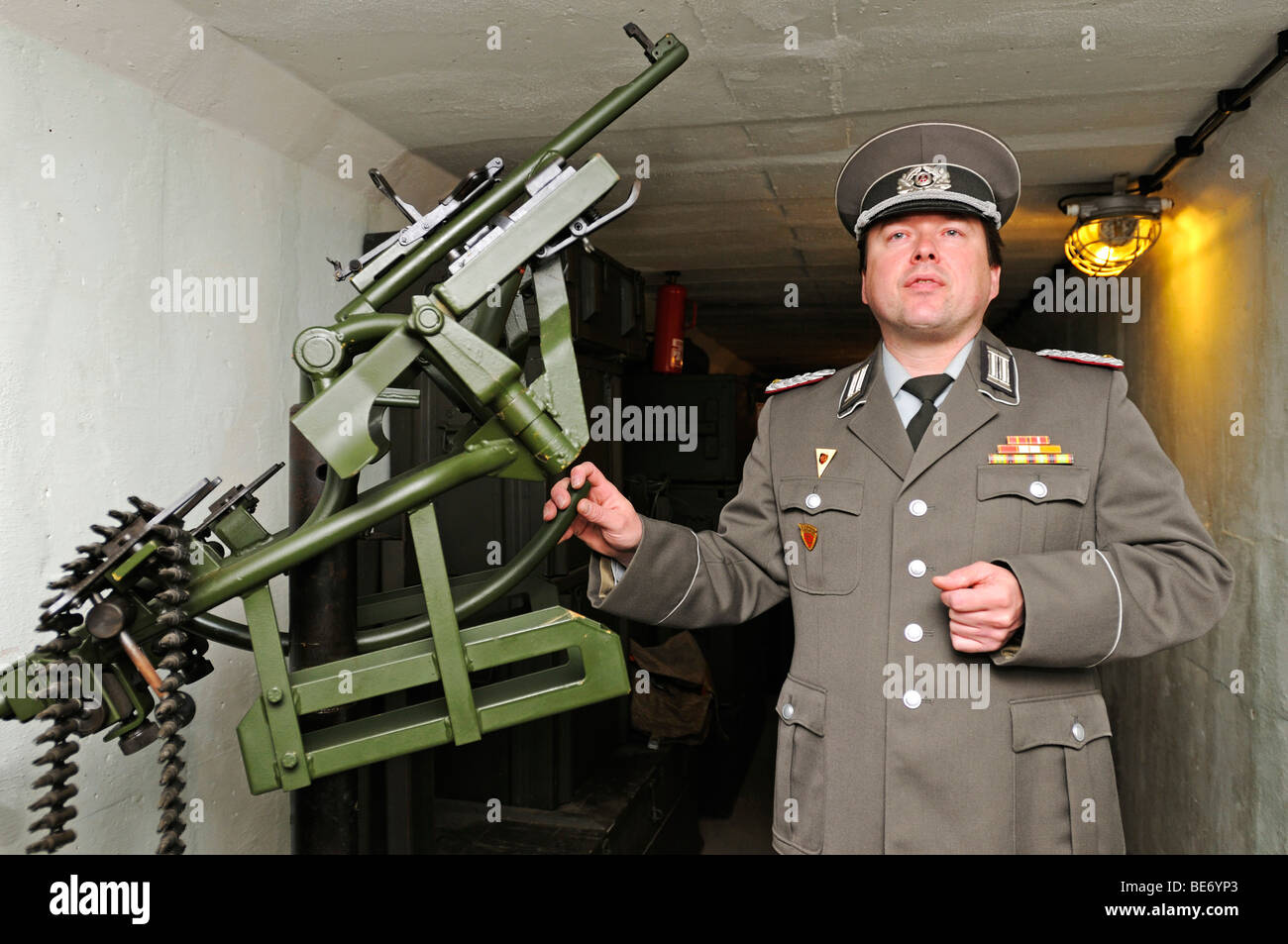 Museum guide in the uniform of a major of the Staatssicherheit national security, the Stasi, Bunkermuseum museum - Stock Image