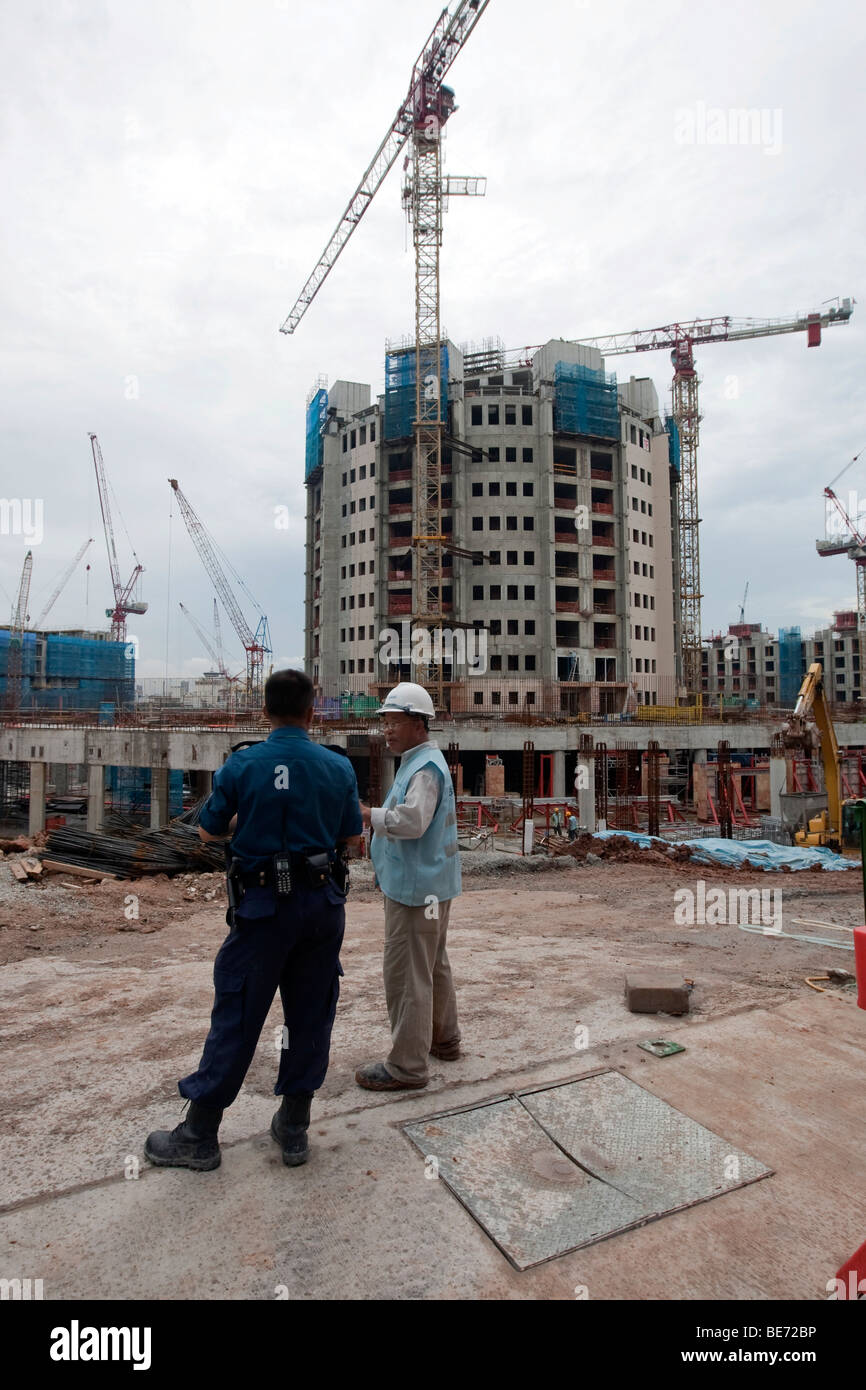 Construction worker on a construction site, building boom in Singapore, Asia - Stock Image