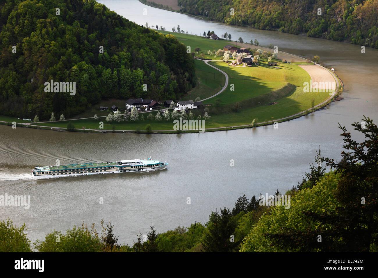 Passenger ship on Danube River, Schloegener loop, Schloegen, Upper Austria, Austria, Europe - Stock Image