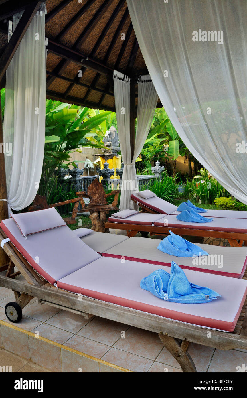 Pool loungers, bungalow complex of Jupp Palling near Denpasar, Bali, Indonesia, Southeast Asia - Stock Image