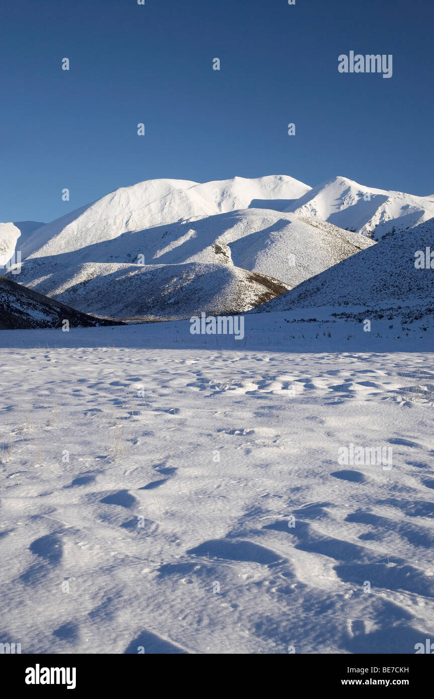 Snowy Farmland and Red Hill, Lyndon Road, Canterbury, South Island, New Zealand - Stock Image