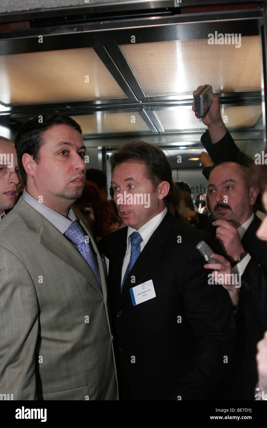 Sergey Bogdanchikov (center), Russia's largest oil company Rosneft president, sandwitched between reporters - Stock Image