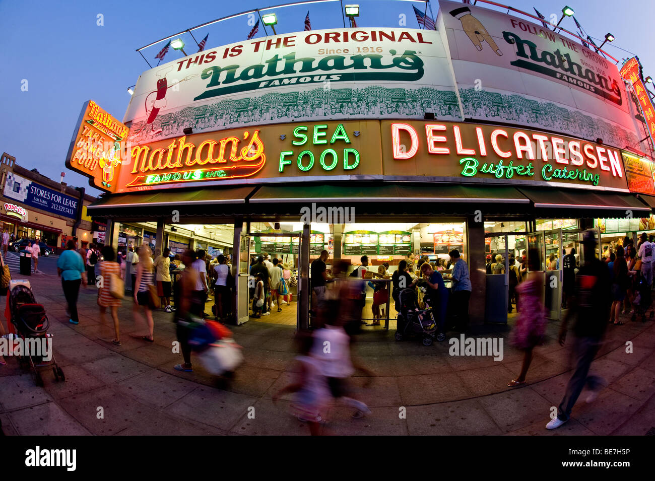 Summer evening at Nathan's hot dogs on Coney Island - Stock Image