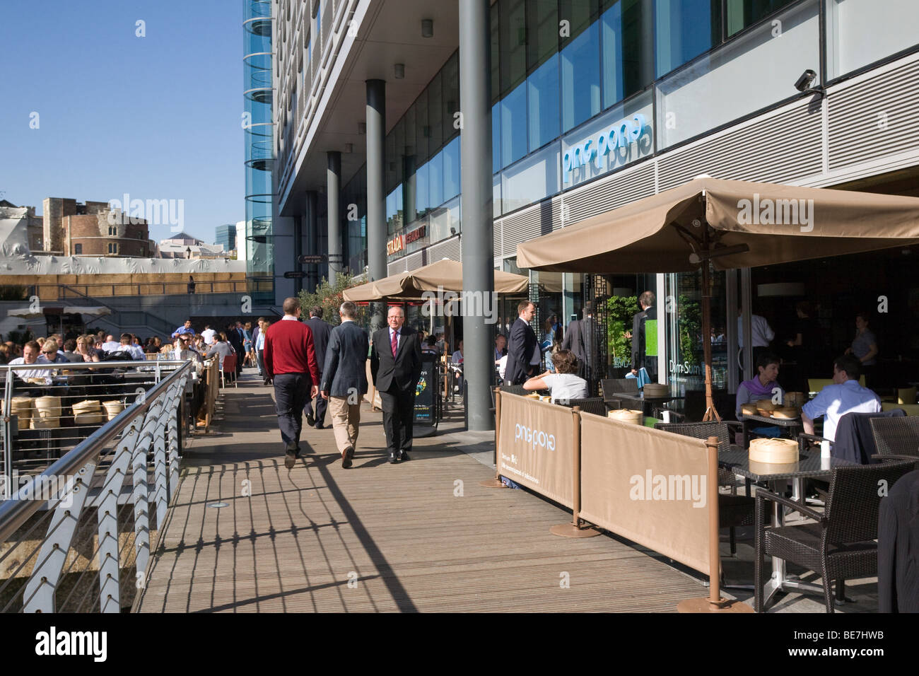 St Katharine's Dock, London Alfresco dining lunch lunchtime - Stock Image