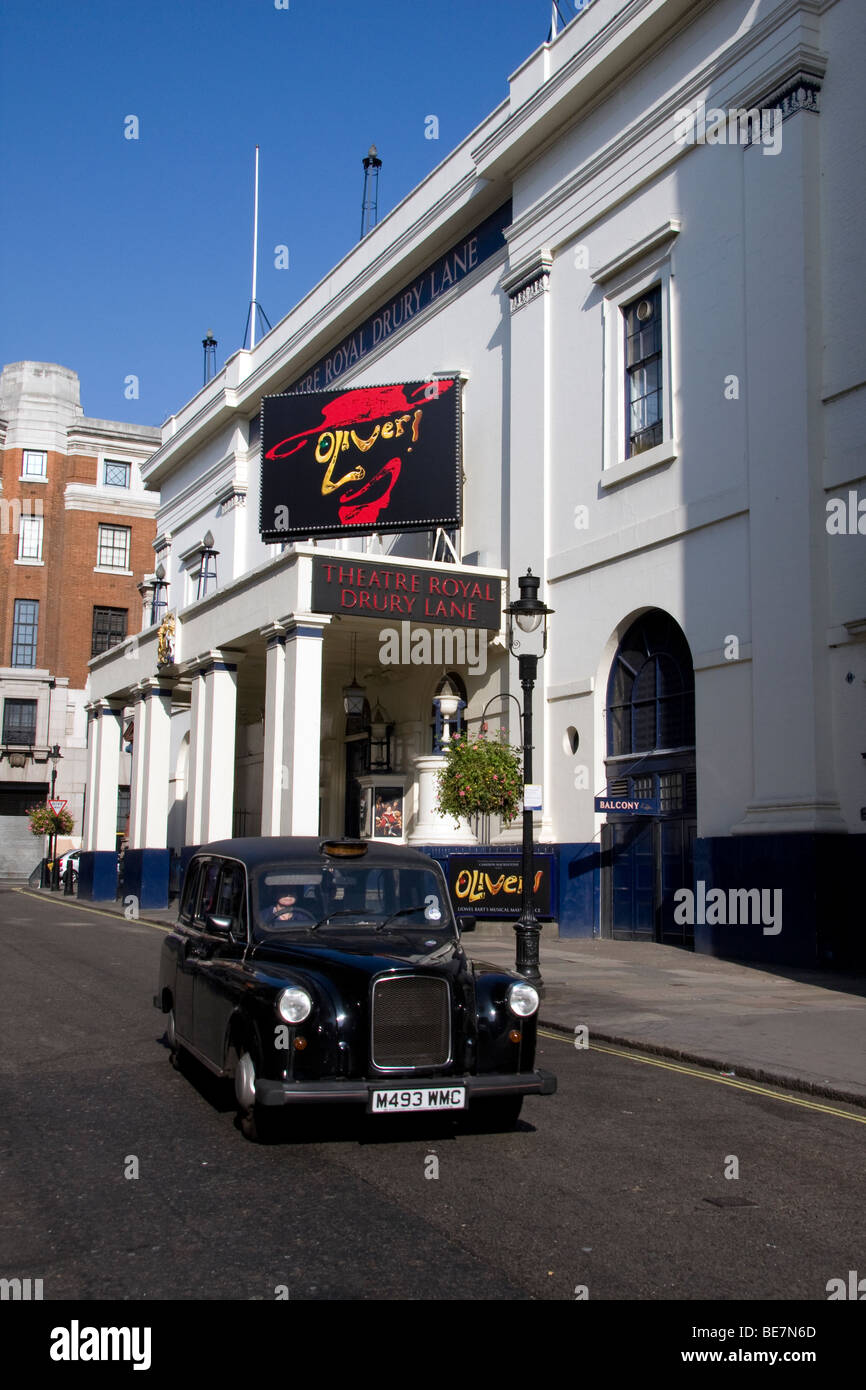 Black cab outside Theatre Royal Drury Lane - Stock Image
