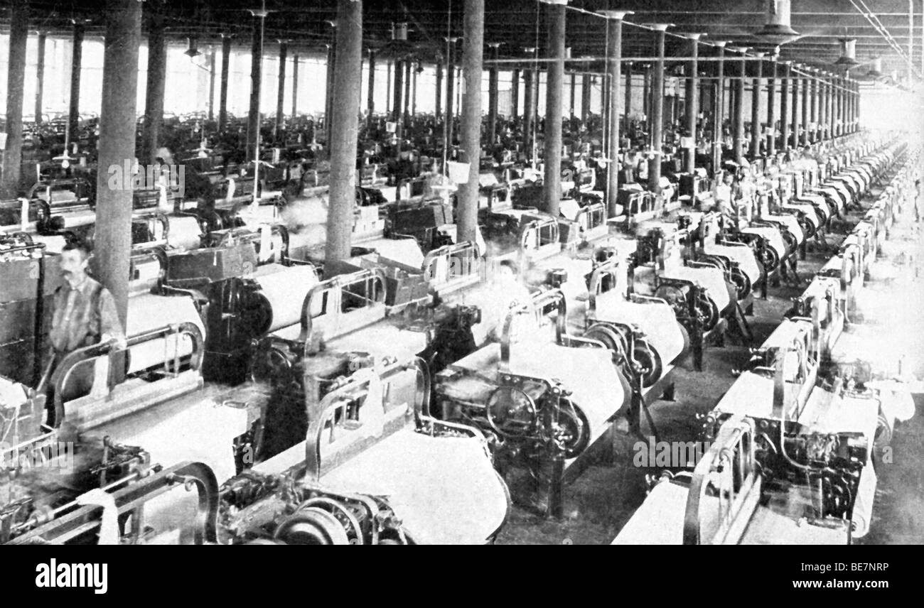 This 1909 photo shows the interior of a weaving room in a large cotton mill in Alabama. - Stock Image