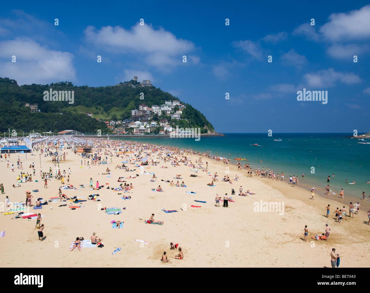 Ondarreta Beach at La Concha Bay in San Sebastian-Donostia, Spain, on a hot summer day. - Stock Image