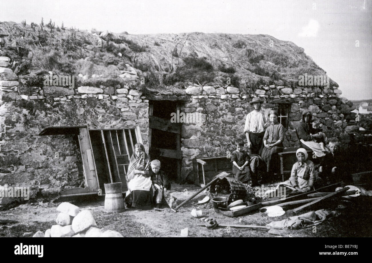 IRISH PEASANT FAMILY  after eviction from their turf roofed home about 1895 - Stock Image
