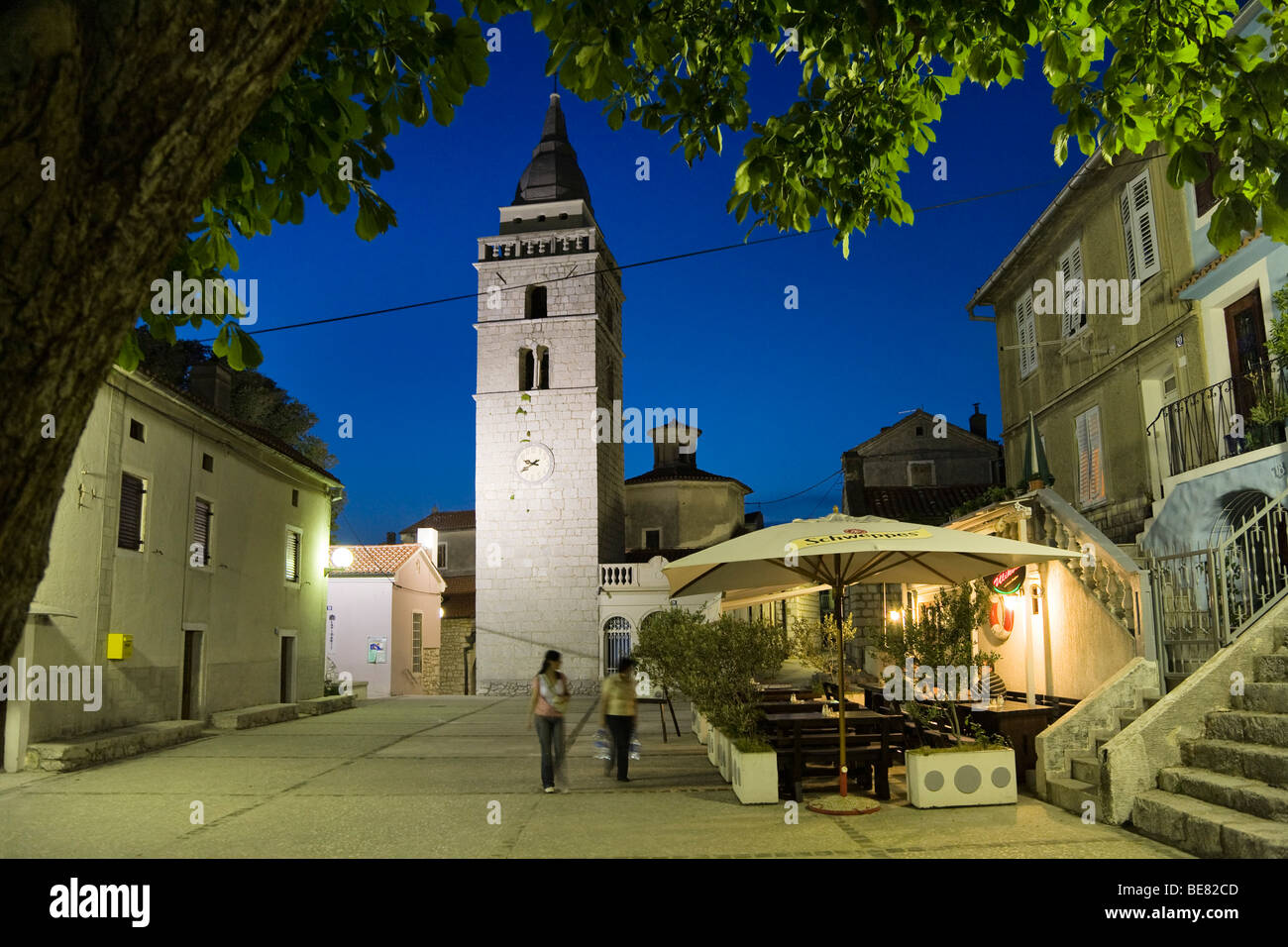 A couple strolling over the market place in the evening, Omisalj, Krk Island, Istria, Croatia, Europe - Stock Image