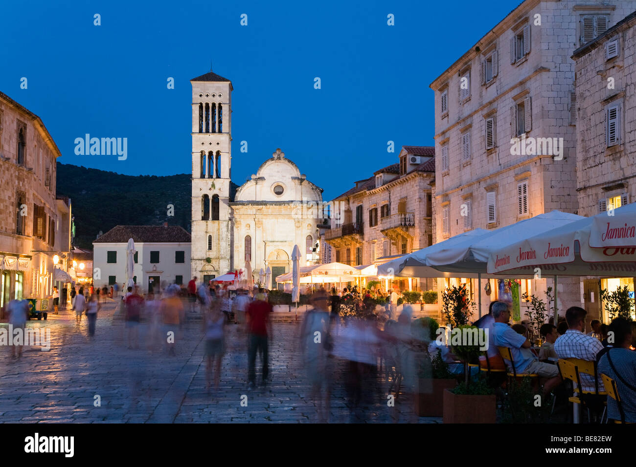 People at sidewalk cafes in the Old Town in the evening, Hvar, Hvar Island, Dalmatia, Croatia, Europe - Stock Image