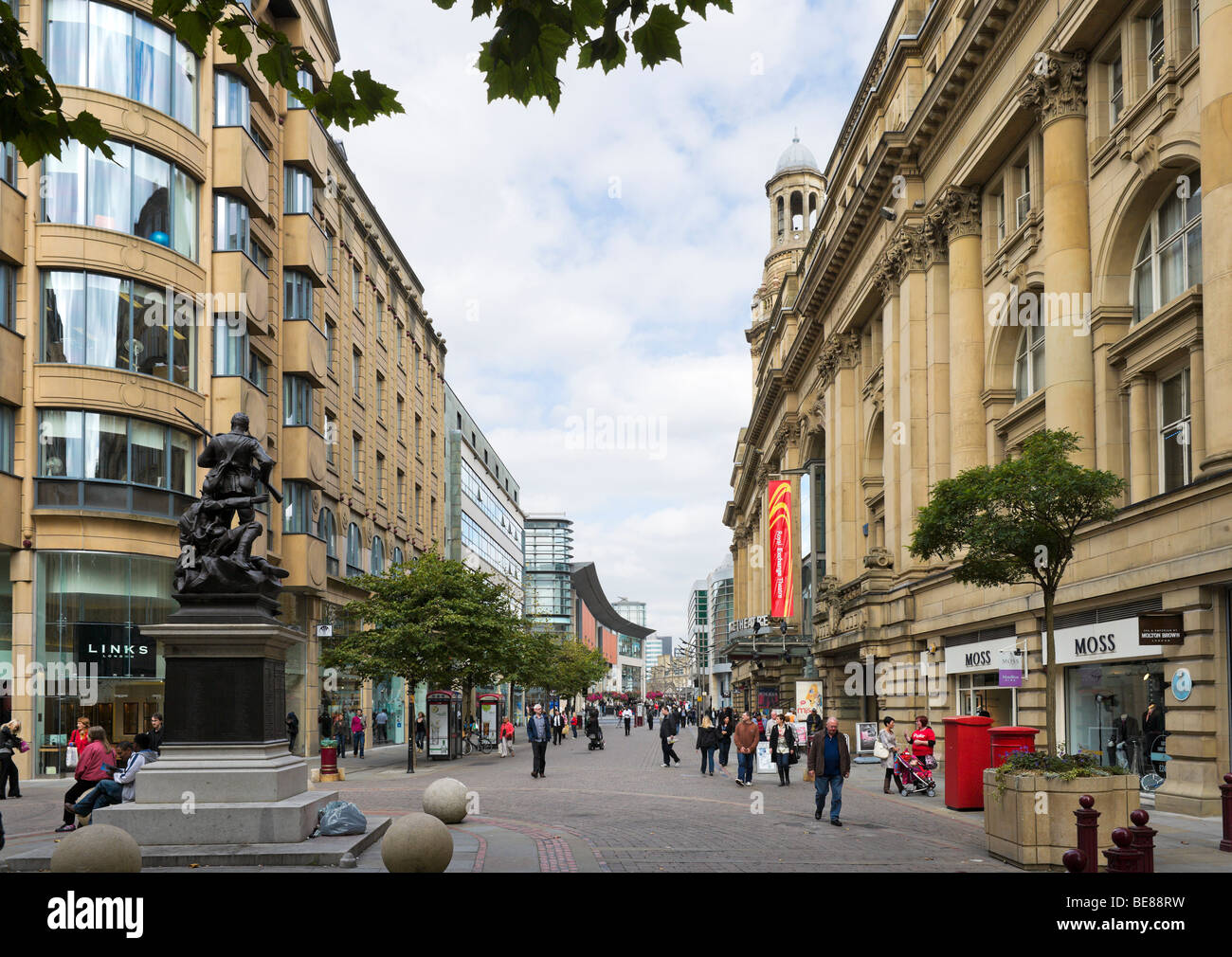 St Ann's Square with the Royal Exchange Theatre to the right, Manchester, England Stock Photo