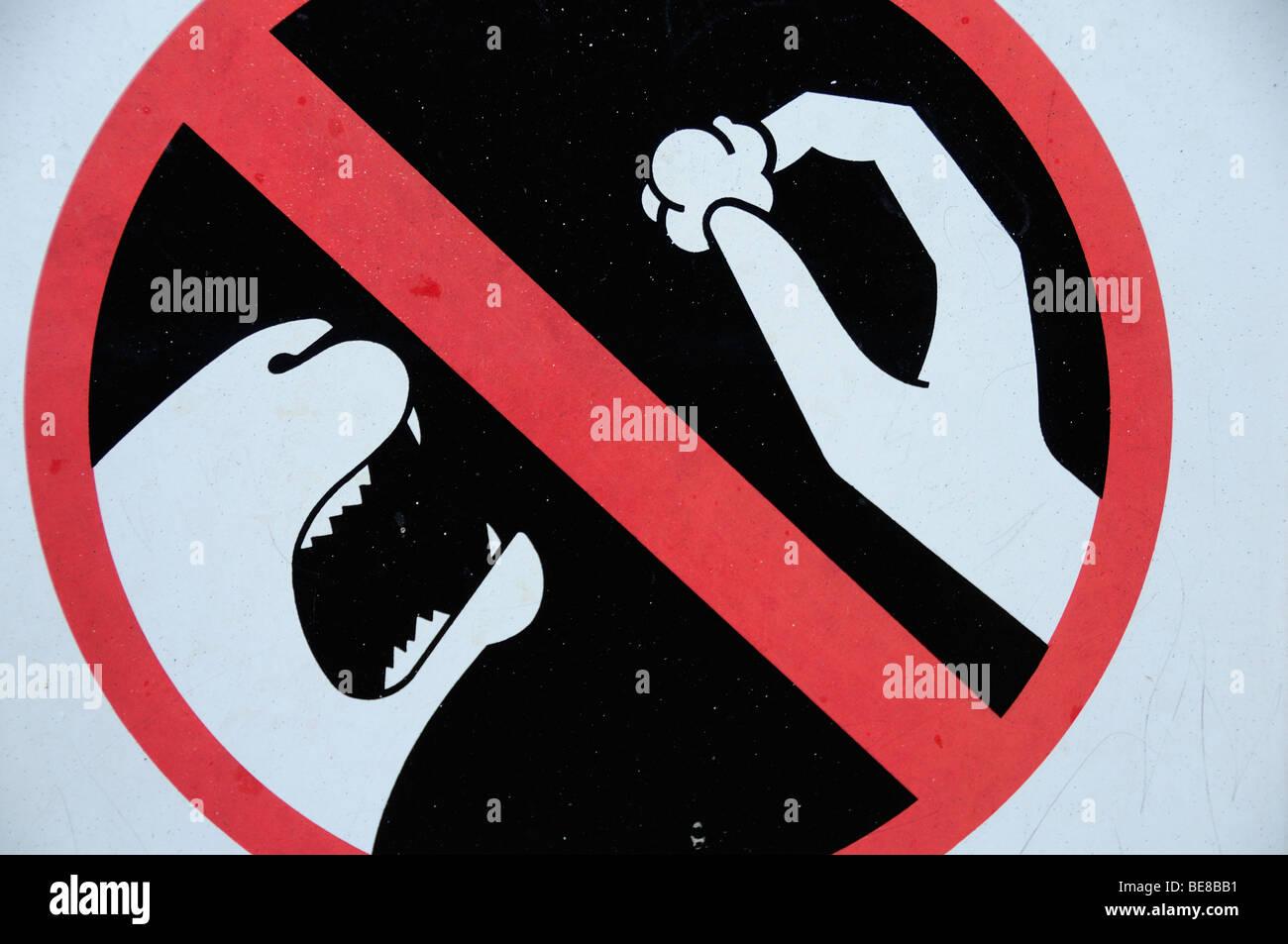 Usa California Los Angeles Do Not Feed The Animals Sign At La Zoo