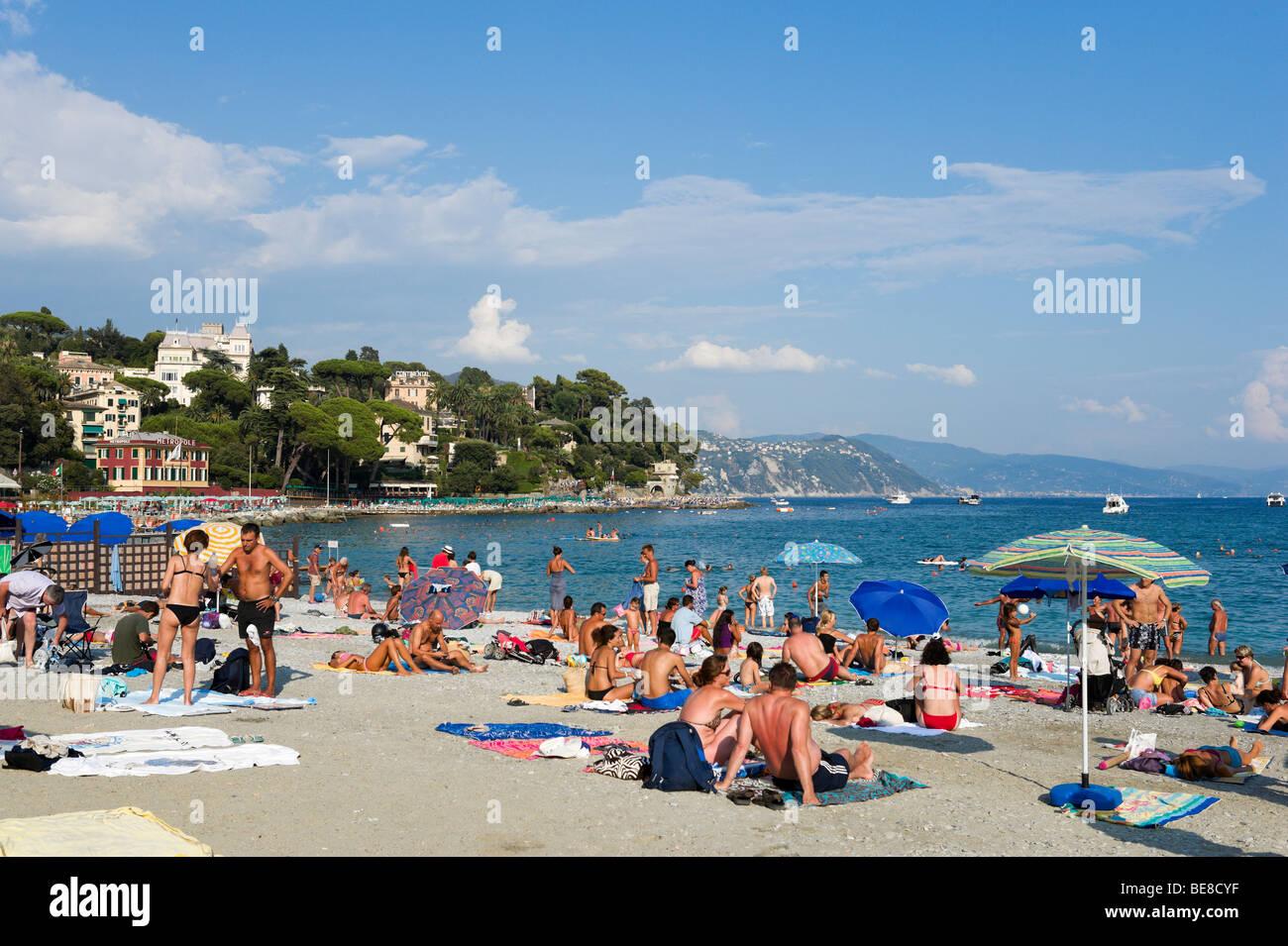 Beach at Santa Margherita Ligure in the late afternoon, Golfo del Tigullio, Italian Riviera, Liguria, Italy Stock Photo