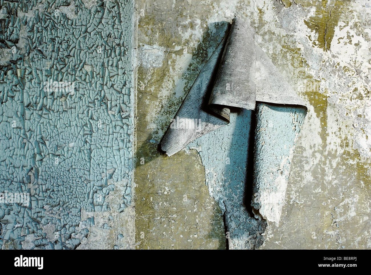 Wall with peeling paint and old, detached wall paper, moisture damage, uninhabitable home, Duisburg-Hochfeld, Ruhr - Stock Image