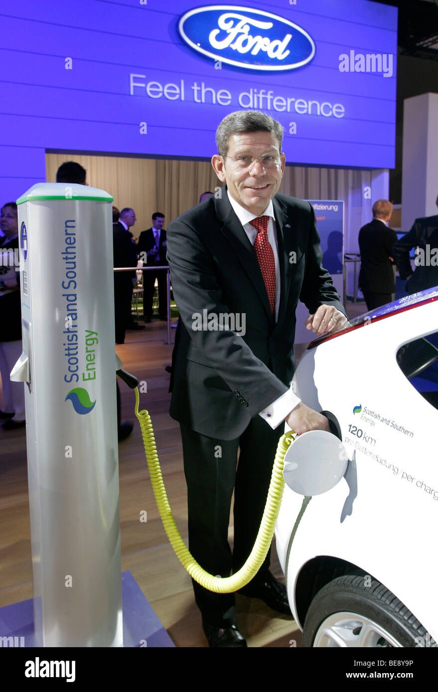 Bernhard Mattes (Chairman Ford Germany) loading a Ford Focus BEV electric car with power - Stock Image