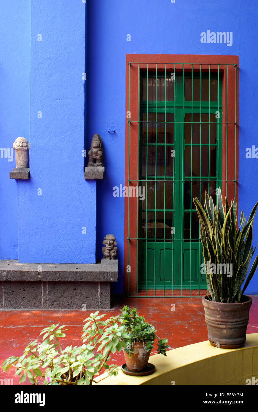 Courtyard at the Museo Frida Kahlo, also known as the Casa Azul, or Blue house, Coyoacan, Mexico City - Stock Image