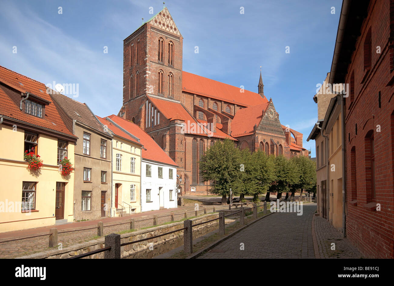 Historic row of houses Frische Grube and the church St. Nikolai, Wismar, UNESCO World Heritage Site, Mecklenburg - Stock Image