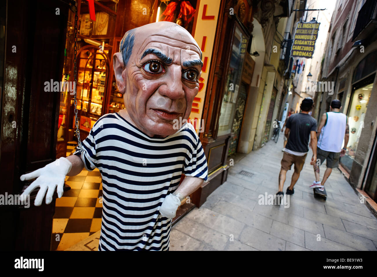 Pablo Picasso mannequin outside jugglers store. Barri Gotic. Barcelona. Spain - Stock Image