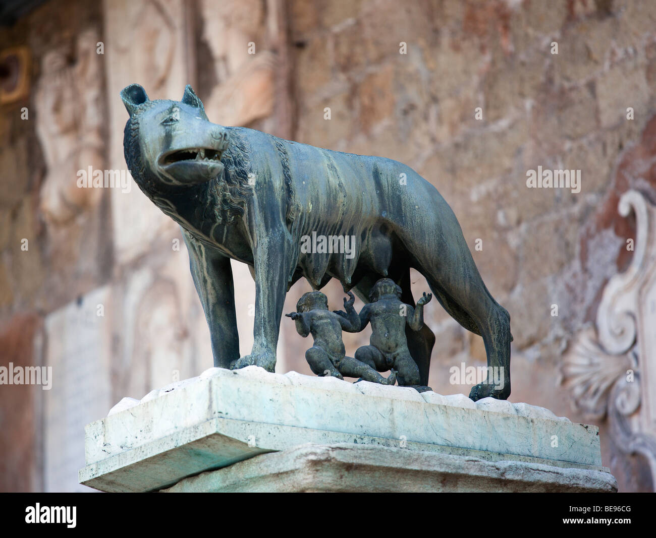 ITALY Rome Lazio Bronze statue of Romulus and Remus symbol of city feeding from She wolf beside Palazzo Senatorio - Stock Image