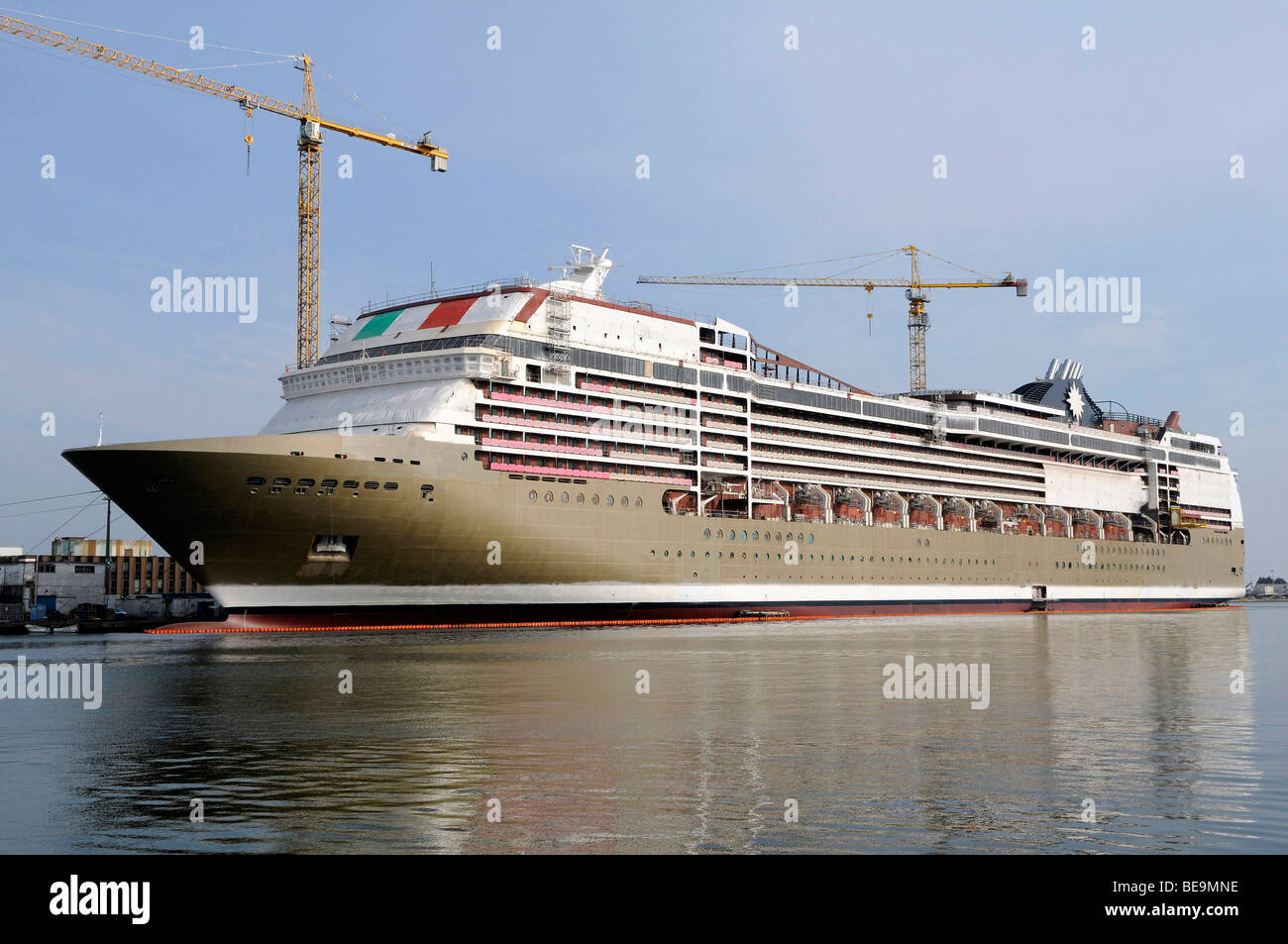 St-Nazaire (44) : Cruise ship MSC Magnifica. - Stock Image