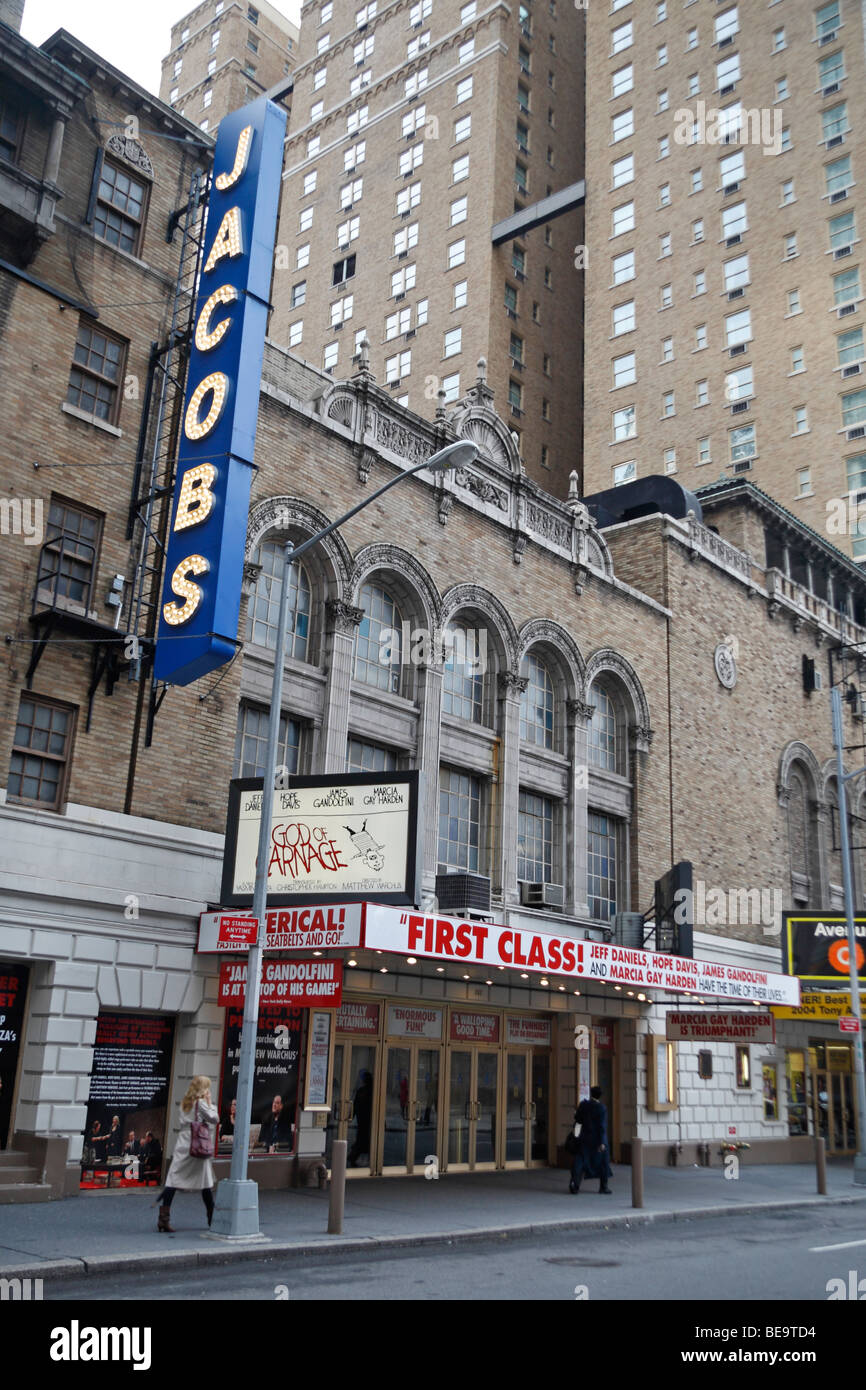 The front of the Bernard B Jacobs Theater, with the 'God of Carnage' Broadway show, 45th Street, New York, - Stock Image