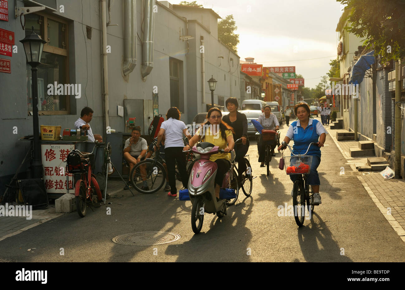 Busy late afternoon Hutong street scene near the Bell Tower - Stock Image