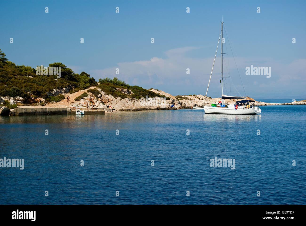 Croatia; Hrvartska; Kroatien, Vis, Sail charter boat anchored for lunch in beautiful Croatian bay - Stock Image