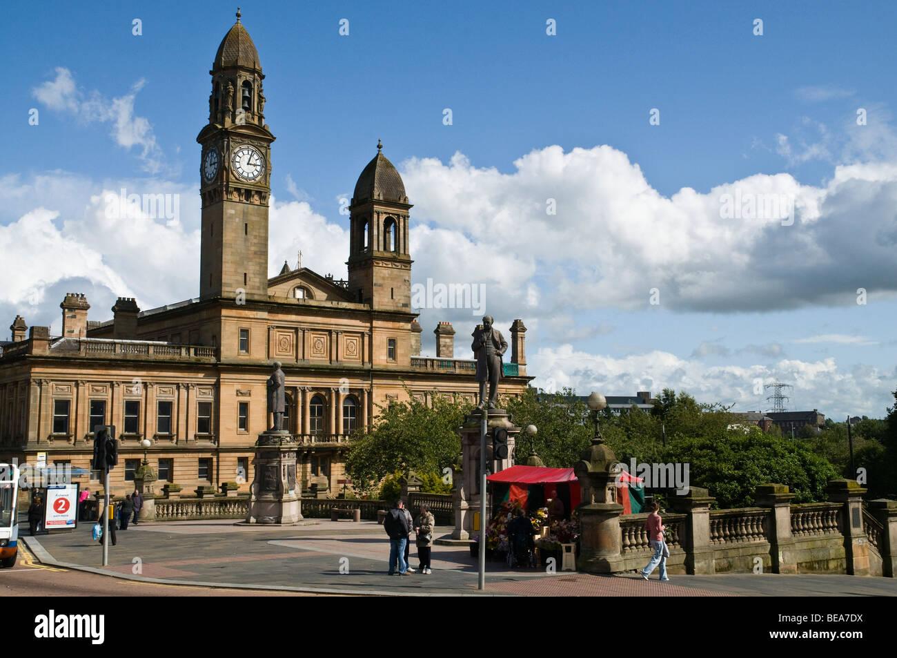 dh  PAISLEY RENFREWSHIRE Scottish Paisley Town Hall scotland centre Stock Photo