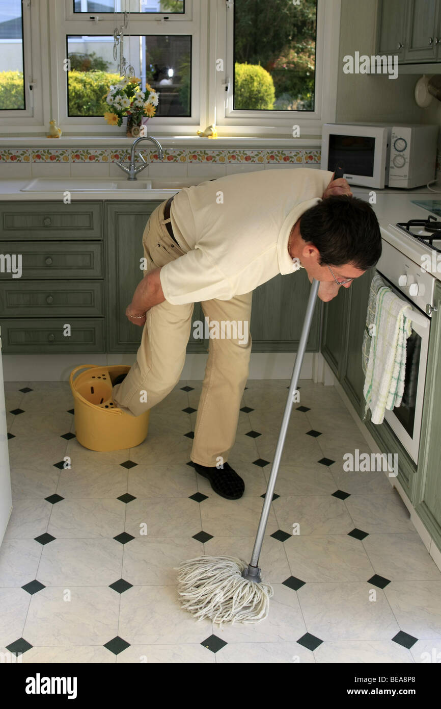 cleaning kitchen floors tripping stock photos amp tripping stock images 2236