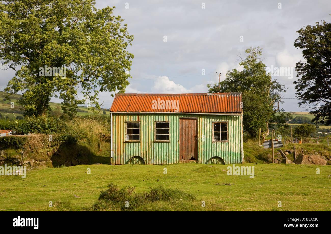 Old corrugated iron shepherd's hut Mynachlogddu, Preseli Hills, Pembrokeshire, Wales - Stock Image